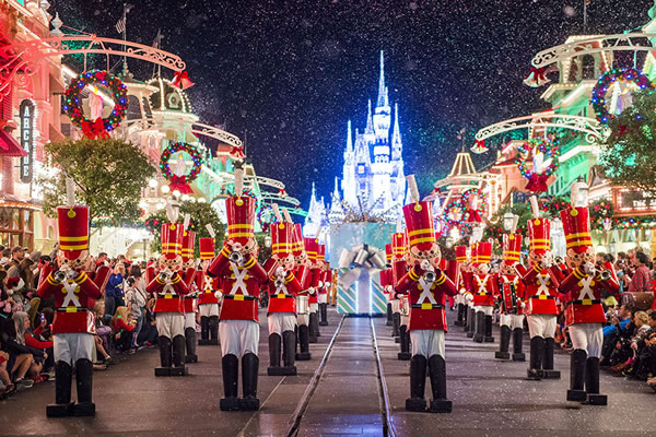 Mickey's Once Upon a Christmastime Parade no Magic Kingdom | (c) Disney