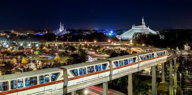 chegar no parque de Monorail é tão legal quanto parece! | (c) Norm Lanier