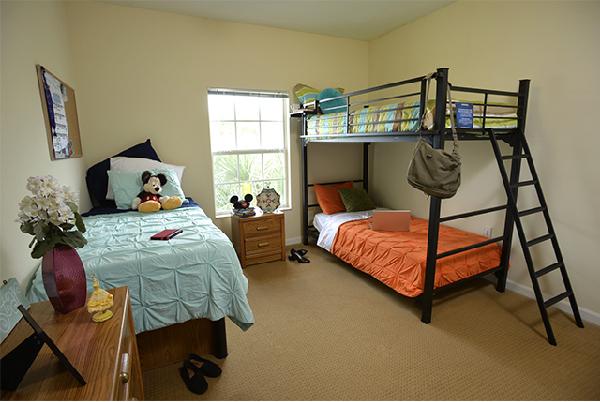 os quartos com beliche acomodam bem até 3 pessoas
