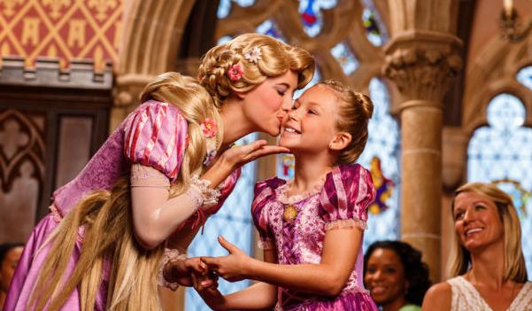 A Rapunzel é uma das várias princesas que estão no Cinderella's Royal Table