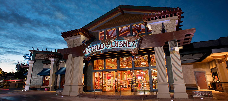 a World of Disney é a maior e mais completa loja de produtos Disney em todo o Walt Disney World Resort, e é uma das lojas participantes da promoção!