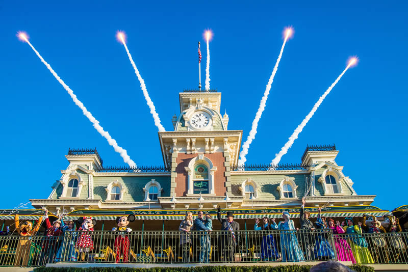 o show de abertura do Magic Kingdom acontece 15 minutos antes do parque abrir!