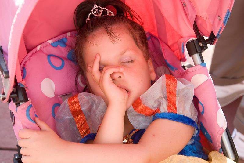 princesas e piratas também precisam de um sono de beleza no meio da tarde.