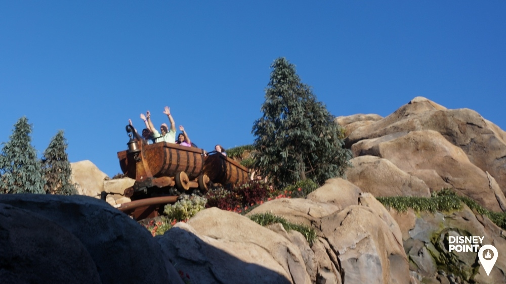 7 Dwarfs Mine Train Montanha Russa dos Anões Branca de Neve Fantasyland Disney Magic Kingdom