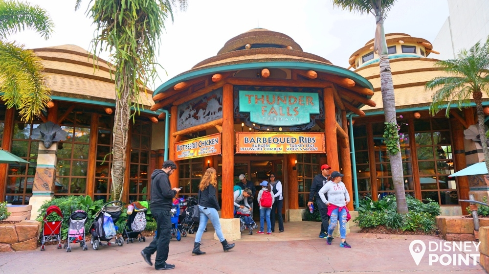 Thunder Falls, um dos melhores lugares pra comer nesse parque!
