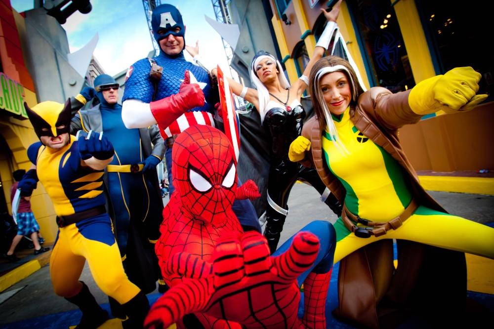 alguns dos personagens da Marvel disponíveis para foto nessa área