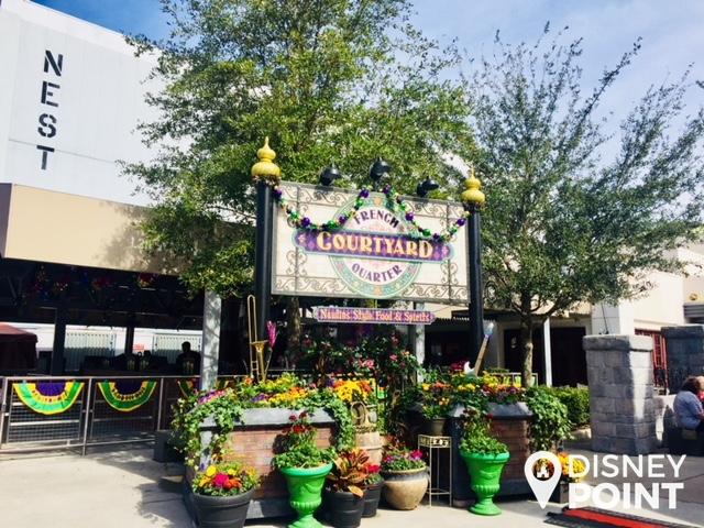 Disney Point Universal Orlando Mardi Gras French Courtyard entrada