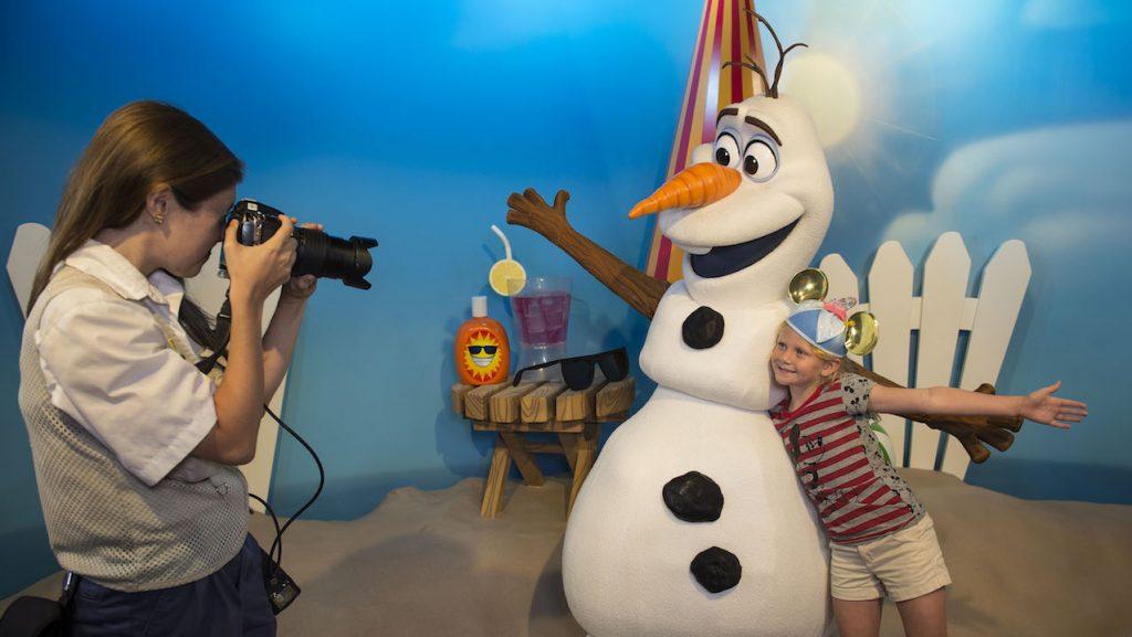 O Olaf distribui abraços quentinhos todos os dias no Hollywood Studios!