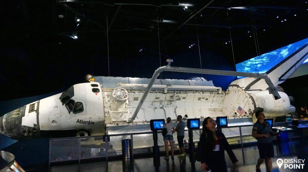 A foto não faz justiça ao tamanho impressionante do ônibus espacial Atlantis!