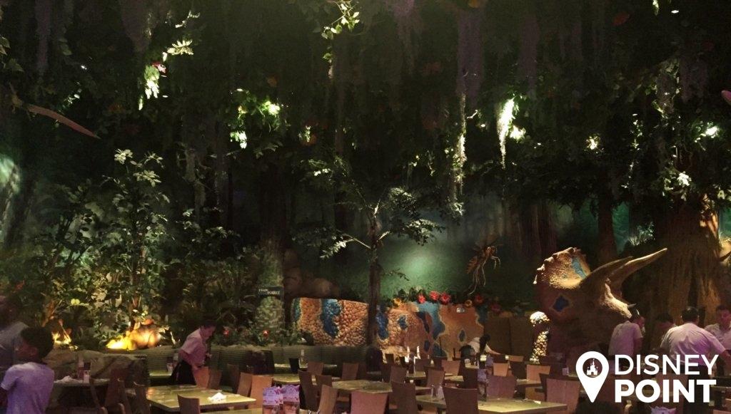Disney Point T-Rex Dinossauros Springs Floresta 2-min