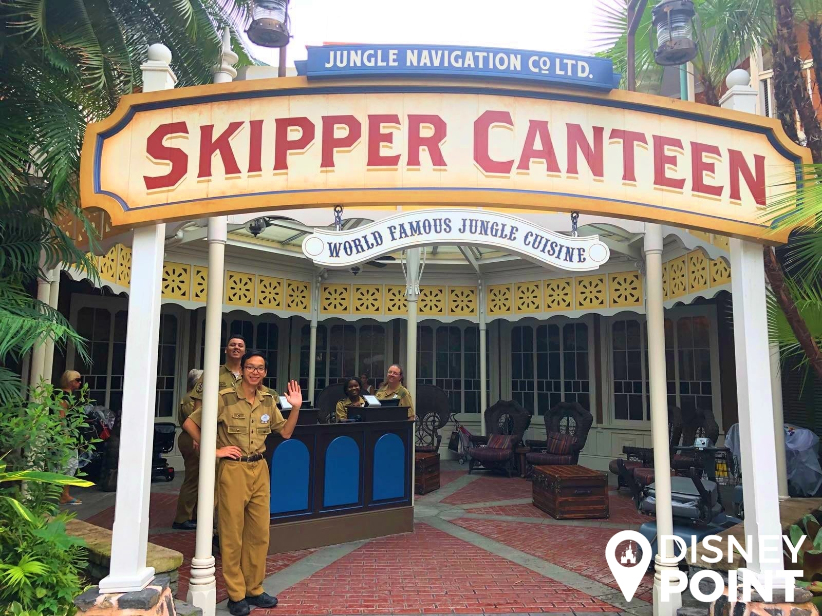Disney Point Skipper Canteen Magic Kingdom Adventureland Entrada-min