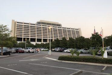 Disney Point estacionamento Comtemporary