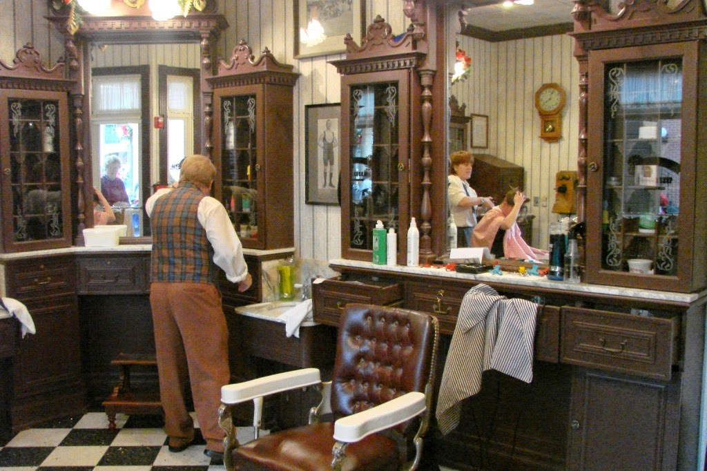 O Interior da Harmony Barber Shop