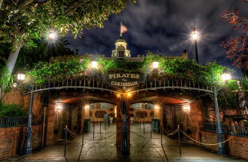 10 Atrações na Disneyland criadas por Walt Disney Piratas do Caribe