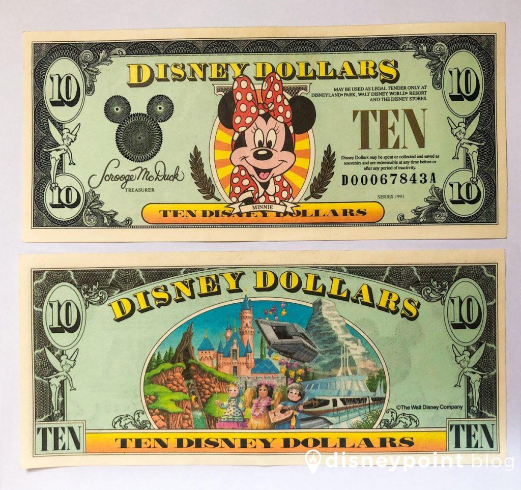 Você já ouvi falar de Disney Dollars ou Dólares da Disney? Apesar de ser uma moeda que não é comercializada na Disney, nós achamos interessante contar um pouco do que é - e caso você seja um colecionador pode comprar alguns, só que por um preço mais alto.