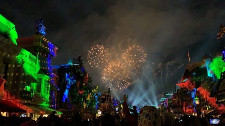 Show de fogos voltam a acontecer na Disneyland