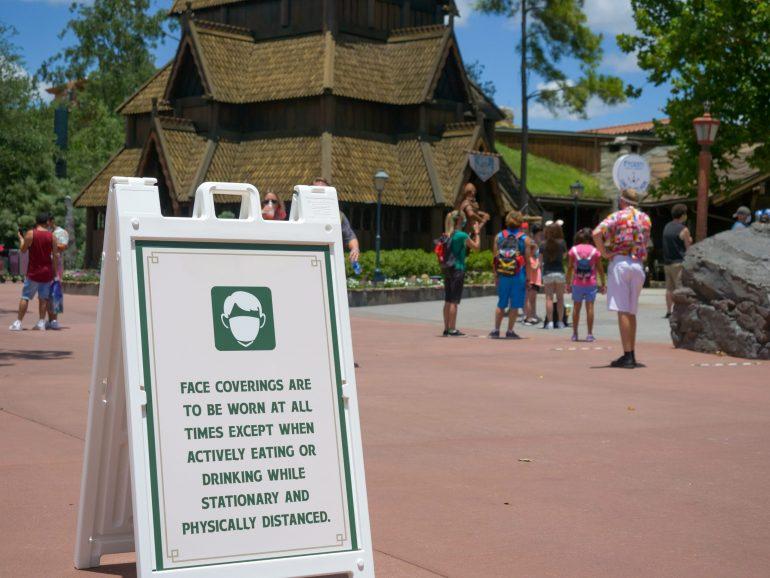 Uso de máscara passará a ser opcional em quase todas as áreas da Disney a partir de junho